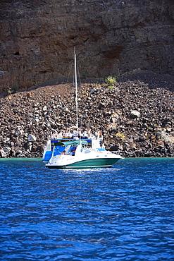 Tourboat in the sea, Captain Cook's Monument, Kealakekua Bay, Kona Coast, Big Island, Hawaii islands, USA