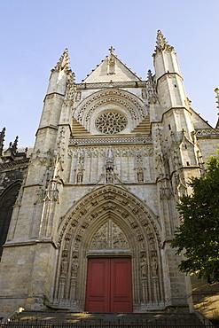 Facade of a basilica, St. Michel Basilica, Quartier St. Michel, Vieux Bordeaux, Bordeaux, France