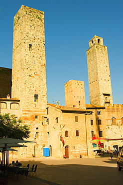Sidewalk cafe in front of buildings, Palazzo del Podesta, Torri di San Gimignano, San Gimignano, Siena Province, Tuscany, Italy