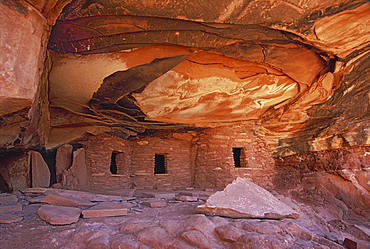 The House On fire ruins at Cedar Mesa, is a natural landmark, a cliff mesa rock formation with a spectacular natural pattern on the rock, Fallen Roof ruins, Cedar Mesa, Utah, USA