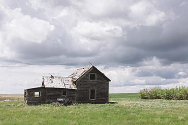 Abandoned farmhouse on prairie, Saskatchewan, Canada