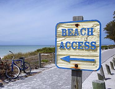 Sign Showing the Way to the Beach, Bradenton, Florida, USA