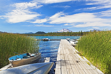 Boat moored along pier, Davis Lake, Bend, Oregon, United States, Bend, Oregon, USA