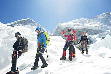 Hikers backpacking on mountain, Everest, Khumbu region, Nepal, Everest, Khumbu region, Nepal