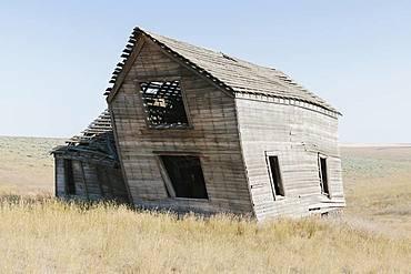 Abandoned farmhouse in vast grassland, Whitman County, Palouse, Washington, United States of America