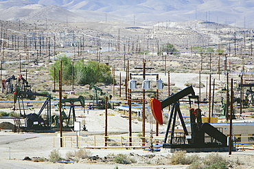 Crude oil extraction from Monterey Shale near Bakersfield, McKittrick, Kern County, California, USA