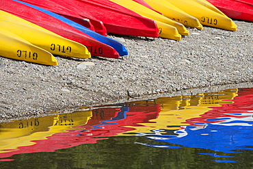 Kayaks for hire, laid out on the shores of Colter Bay at Jackson lake in the Grand Teton National Park, Grand Tetons, Jackson Lake, Wyoming, USA
