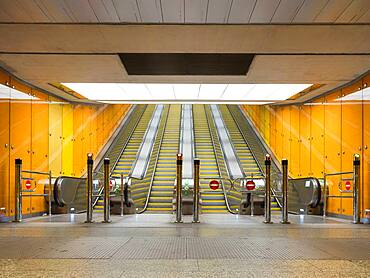 Budapest Metro, empty open space, escalators and barriers