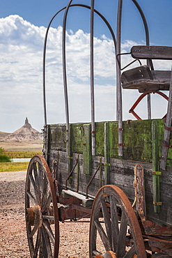 Wooden wagon and Chimney Rock, Nebraska, United States, Nebraska, Nebraska, USA