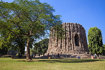 Qutub Minar, Atai Minor, an incomplete tower originally intended to be twice as high as Qutub Minar, UNESCO World Heritage Site, Delhi, India, Asia