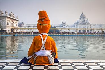 Sikh at The Harmandir Sahib (The Golden Temple), Amritsar, Punjab, India, Asia