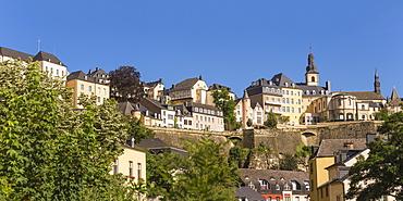 View of Saint Esprit Plateau, UNESCO World Heritage Site, The Corniche (Chemin de la Corniche) above The Grund (Lower Town), Luxembourg City, Luxembourg, Europe
