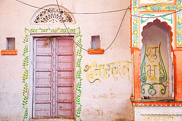 Colourful buildings in bazaar, Pushkar, Rajasthan, India, Asia