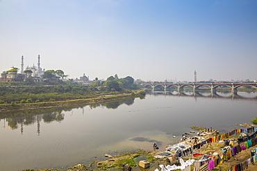 Washing drying on banks of Gomti River, Lucknow, Uttar Pradesh, India, Asia