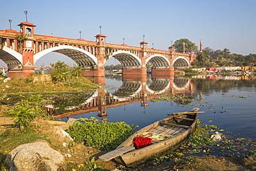 Bridge over Gomti River, Lucknow, Uttar Pradesh, India, Asia