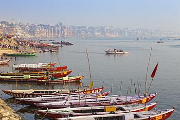 Ghats on the River Ganges, Varanasi, Uttar Pradesh, India, Asia