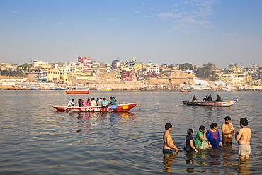 People bathing in Ganges River, Varanasi, Uttar Pradesh, India, Asia