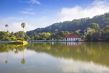 Kandy Lake and the Temple of the Tooth, Kandy, UNESCO World Heritage Site, Central Province, Sri Lanka, Asia