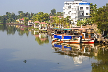 Kuttanad ferry terminal, Backwaters, Alappuzha (Alleppey), Kerala, India, Asia