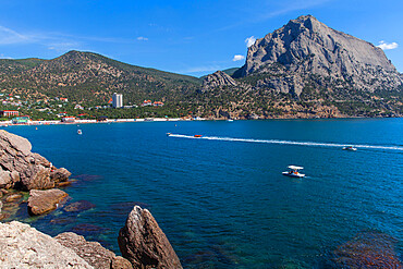Ukraine, Crimea, Novy Svit Bay and Sokol Mountain known as Falcon Mountain