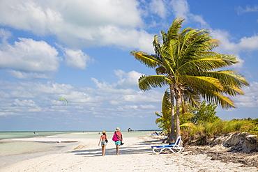 Couple walking along Playa El Paso, Cayo Guillermo, Jardines del Rey, Ciego de Avila Province, Cuba, West Indies, Caribbean, Central America