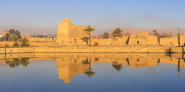 Sacred Lake at Karnak Temple, UNESCO World Heritage Site, near Luxor, Egypt, North Africa, Africa