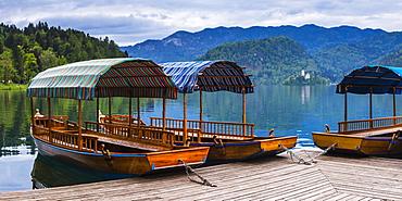 Pletna Rowing Boats, Lake Bled, Bled, Gorenjska, Upper Carniola Region, Slovenia, Europe