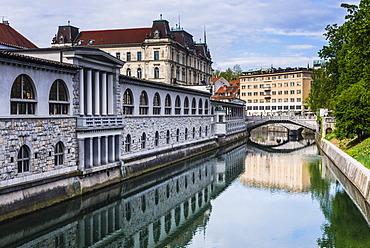 Ljubljana triple bridge (Tromostovje) and Ljubljanica River, Ljubljana, Slovenia, Europe