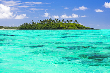 Motu Taakoka Island in Muri Lagoon, Rarotonga, Cook Islands, South Pacific, Pacific