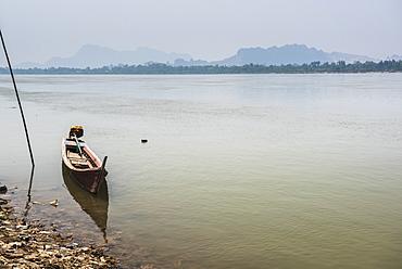 Motor boat on Salween River (Thanlwin River), Hpa An, Karen State (Kayin State), Myanmar (Burma), Asia