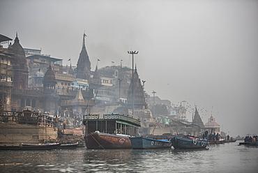 Manikarnika Ghat (Burning Ghat), Varanasi, Uttar Pradesh, India, Asia