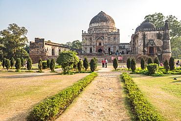 Bara Gumbad and Mosque, Lodi Gardens (Lodhi Gardens), New Delhi, India, Asia