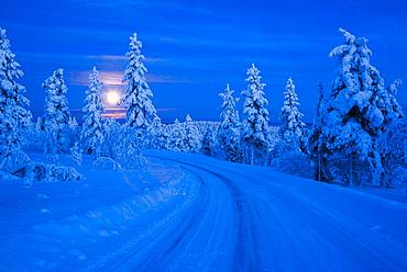 Super moon (full moon) landscape, Lapland, Pallas-Yllastunturi National Park, Lapland, Finland, Europe