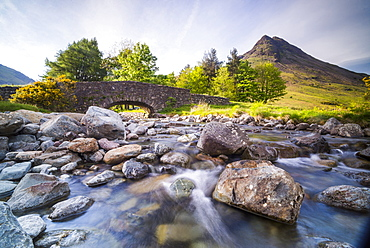 Old bridge by Wastwater (Wast Water) in the Wasdale Valley, Lake District National Park, UNESCO World Heritage Site, Cumbria, England, United Kingdom, Europe