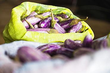 Dambulla vegetable market, purple vegetable known as Brinjal for sale, Dambulla, Central Province, Sri Lanka, Asia