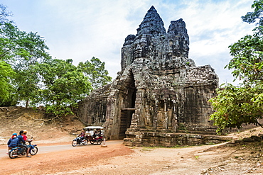 The South Gate at Angkor Thom, Angkor, UNESCO World Heritage Site, Siem Reap Province, Cambodia, Indochina, Southeast Asia, Asia
