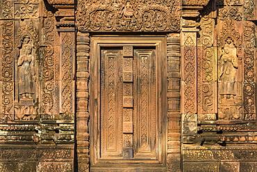 Bas-relief at Banteay Srei Temple in Angkor, UNESCO World Heritage Site, Siem Reap Province, Cambodia, Indochina, Southeast Asia, Asia
