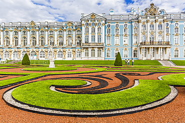 View of the French-style formal gardens at the Catherine Palace, Tsarskoe Selo, St. Petersburg, Russia, Europe