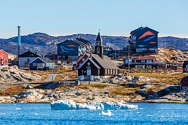 View from the outer bay of the third largest city in Greenland, Ilulissat (Jakobshavn), Greenland, Polar Regions