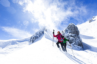 young couple mountain climbing in Winter, Hochwannig, Mieminger Berge, Ehrwald Tirol, Austria
