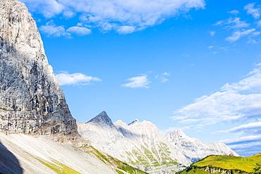 Herzogkante and Falkenhut on the Laliderer Northface, Kuehkarlspitze, Eastern Moserkarspitze, Western Moserkarspitze, Kaltwasserkarspitze, Birkkarspitze, Hinterriss, Ahornboden, Karwendel, Bavaria, Germany