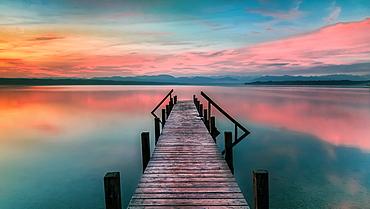 Jetty at sunrise on Lake Starnberg, Ayern, Germany