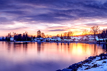Sunset at Lake Starnberg in winter with snow-covered houses, Brahmspromenade, Tutzing, Bavaria, Germany