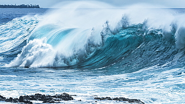 Large wave on the ocean off the West coast of Oahu, Oahu, Hawaii, United States of America