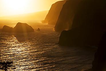 Sunrise over Paoakulani Isle, Moku Puka Isle and Pa'alaea Islands seabird sanctuaries, Pololu Valley Lookout, North Kohala, Hamakua Coast. This area is only accessible by boat, Island of Hawaii, Hawaii, United States of America