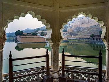 Maota Lake in front of Amer Fort viewed through scalloped archways, Jaipur, Rajasthan, India