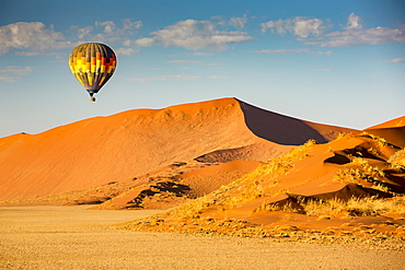 Hot air balloon ride over the red sand dunes of Sossusvlei in Namibia, Sossusvlei, Hardap Region, Namibia