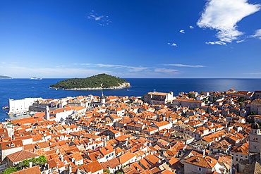 The Walls of Dubrovnik surround the old city of Dubrovnik and provide stunning scenery and vantage points around the city; Dubrovnik, Dubrovacko-neretvanska zupanija, Croatia