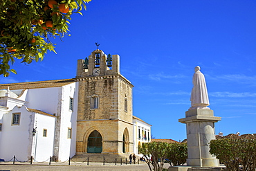 Statue of Grande Bispo D. Francisco Gomes Do Avelar in front of the Cathedral, Faro, Algarve, Portugal, Europe