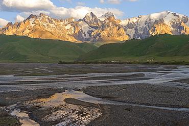 River coming from Kel-Suu mountain range at sunset, Kurumduk valley, Naryn province, Kyrgyzstan, Central Asia, Asia